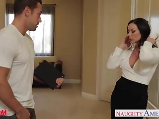 Huge-Chested mother Kendra Arrivisme gets facial cumshot