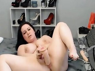 Horny Well-endowed Webcam Babe Masturbate their way Pussy