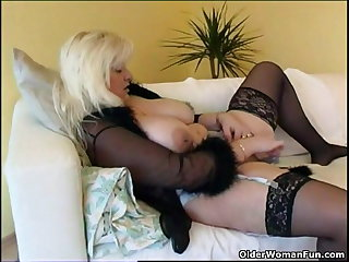 Heavy housewife in stockings plays with new sex toy