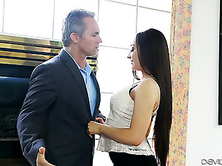 Intercourse starved beauty Jessie Lynn has no problem getting her BF's dick up