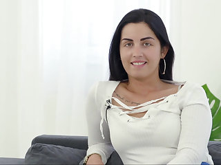 Hungarian hottie hungry for load of shit